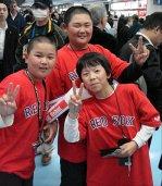 japan-trip-kid-fans2.jpg